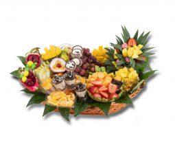 סלסלת פירות יוקרתית משולבת סושי מתוק וקינוחי כוסות