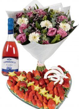 מגש לב - תותים וזר פרחים